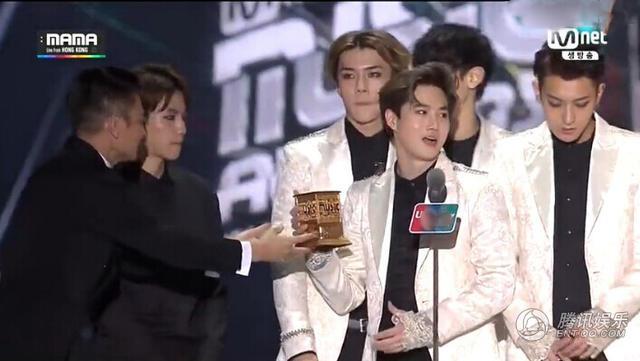"""EXO bị fan Trung Quốc chỉ trích """"vô lễ"""" với Lưu Đức Hoa - 2"""