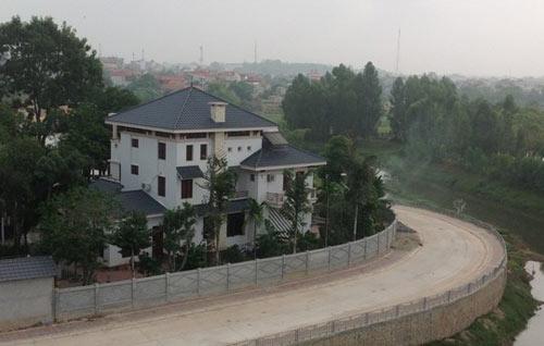 Phó chủ tịch tỉnh vừa về hưu lấn chiếm 400 m2 đất công - 1