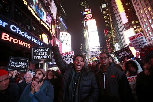 Nước Mỹ lại sôi sục vì vụ cảnh sát kẹp chết người - 1