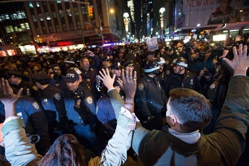 Nước Mỹ lại sôi sục vì vụ cảnh sát kẹp chết người - 3