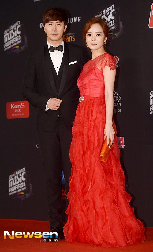 Mỹ nhân Hàn mặc váy 600 ngàn lên thảm đỏ danh giá - 6