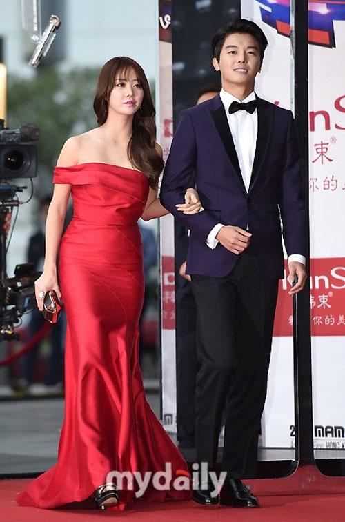 Mỹ nhân Hàn mặc váy 600 ngàn lên thảm đỏ danh giá - 13