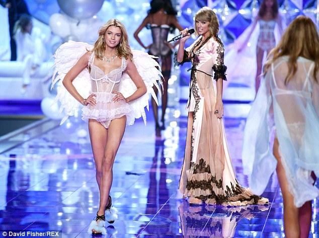 """Taylor Swift """"hớp hồn"""" khán giả cùng dàn thiên thần nội y - 5"""