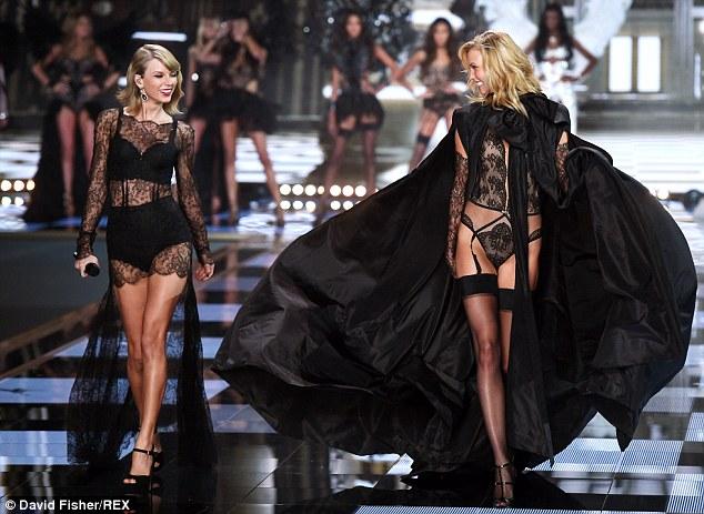 """Taylor Swift """"hớp hồn"""" khán giả cùng dàn thiên thần nội y - 18"""