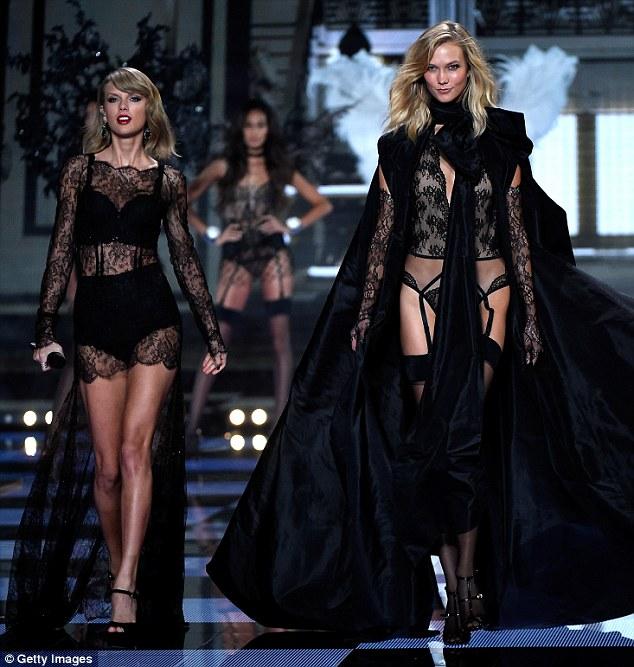 """Taylor Swift """"hớp hồn"""" khán giả cùng dàn thiên thần nội y - 8"""