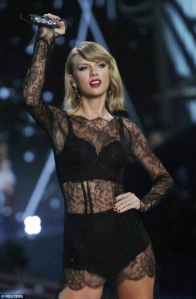 """Taylor Swift """"hớp hồn"""" khán giả cùng dàn thiên thần nội y - 19"""