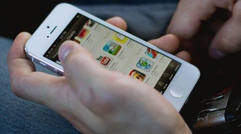 Trộm iPhone 5 rồi đưa nữ bị hại đến…trình báo công an - 1
