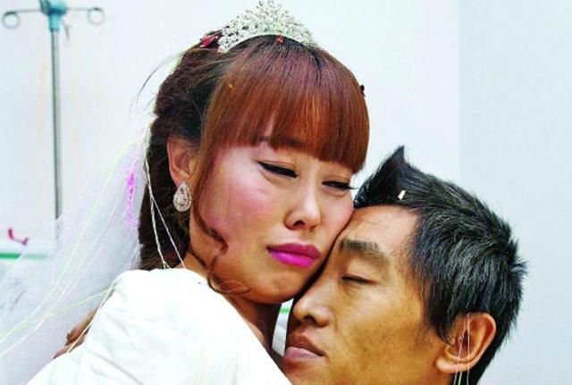 Cô gái quỳ gối cầu hôn bạn trai nghèo ung thư - 4
