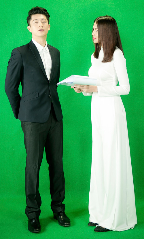 Thanh Hằng mặc áo dài trắng tinh khôi bên Harry Lu - 1