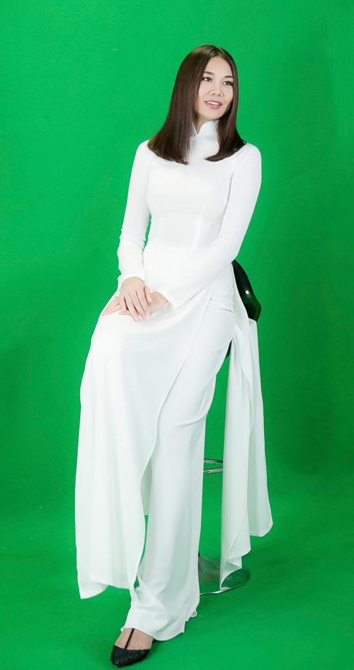 Thanh Hằng mặc áo dài trắng tinh khôi bên Harry Lu - 7