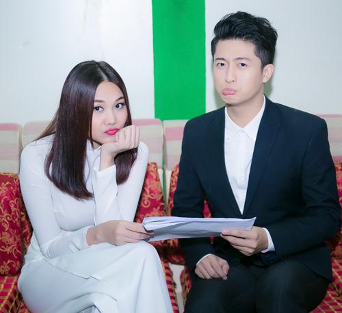 Thanh Hằng mặc áo dài trắng tinh khôi bên Harry Lu - 6