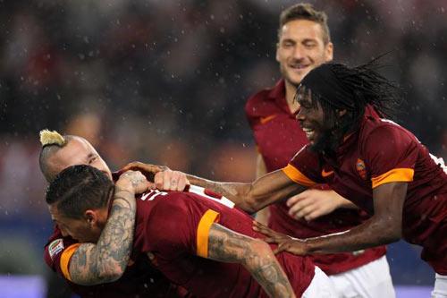 Trước vòng 14 Serie A: Juventus, coi chừng ngã! - 2