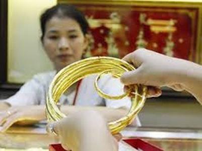 Vàng tiếp tục giảm theo giá USD - 1