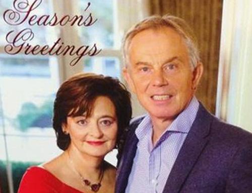 Thiệp Giáng sinh của cựu TT Anh bị dân mạng dùng làm ảnh chế