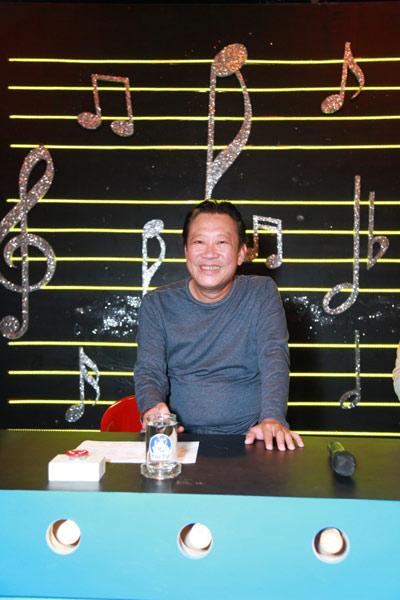 """Nhạc sĩ Lê Quang: """"Mấy chục năm tuổi trẻ tôi khùng điên lắm!"""" - 3"""