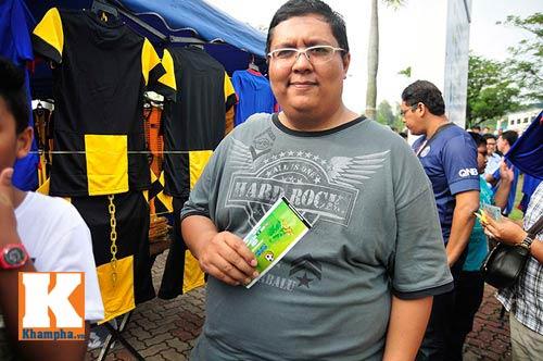 CĐV xếp hàng mua vé xem Malaysia quyết đấu Việt Nam - 8
