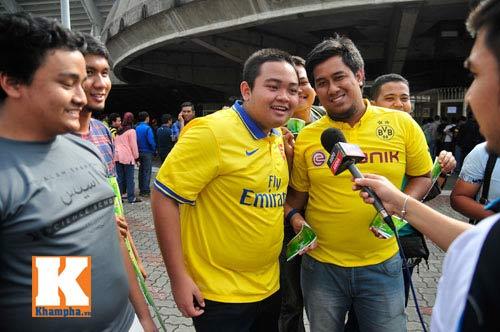 CĐV xếp hàng mua vé xem Malaysia quyết đấu Việt Nam - 10