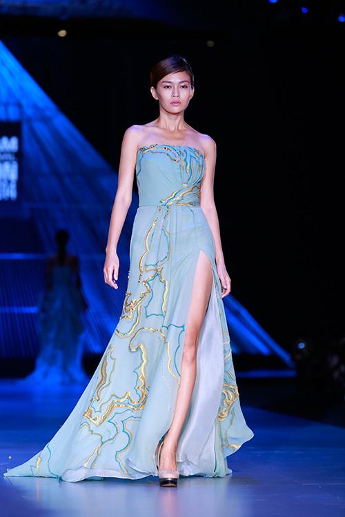 Show diễn 7 phút gây sốc tại tuần lễ thời trang Việt - 10
