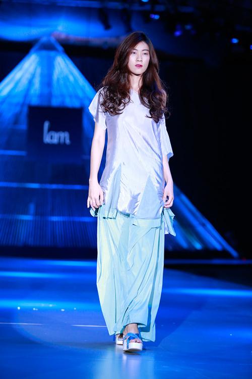 Show diễn 7 phút gây sốc tại tuần lễ thời trang Việt - 12