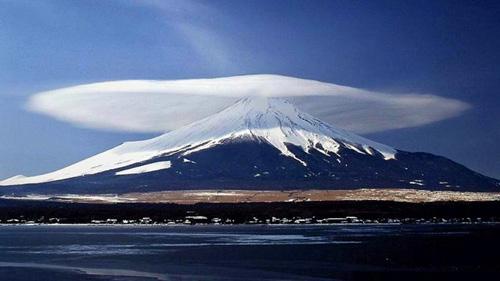 """Thú vị hình ảnh núi Phú Sĩ """"đội nón"""" - 2"""