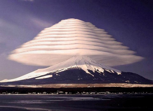 """Thú vị hình ảnh núi Phú Sĩ """"đội nón"""" - 3"""