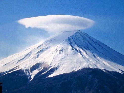 """Thú vị hình ảnh núi Phú Sĩ """"đội nón"""" - 4"""