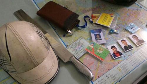 Chém toác mũ bảo hiểm người đi đường rồi cướp tài sản - 2