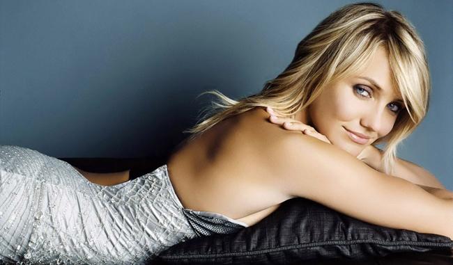 Cô đào nóng bỏng Cameron Diaz bất ngờ thú nhận trong một talkshow truyền hình hồi tháng 4, bản thân đã từng ân ái với một cô gái. Cameron dễ dàng bị cuốn hút bởi vẻ đẹp hình thể của người phụ nữ. Hiện tại, cô nàng đang hẹn hò với nam ca sĩ Benji Madden.