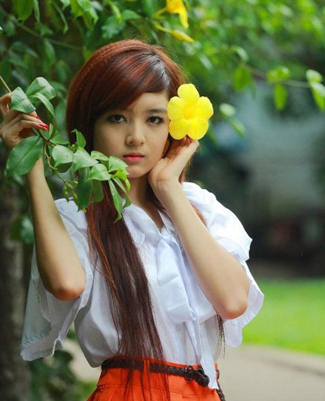 Phong cách làm tóc và trang điểm theo xu hướng hotgirl được Lilly Luta nắm bắt rất nhanh chóng khi còn tuổi teen.