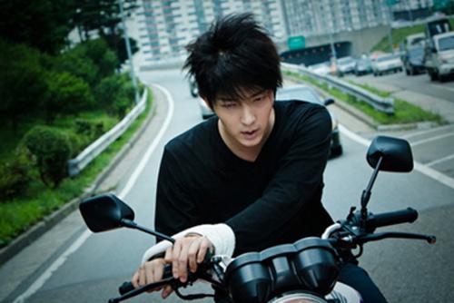 """Lee Jun Ki """"lột xác"""" mạnh mẽ trong phim hành động - 3"""
