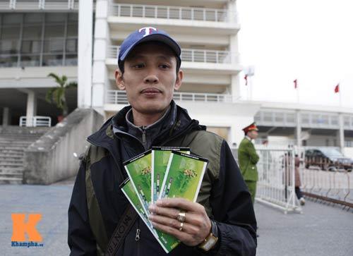Chịu rét từ 4h sáng mua vé trận Việt Nam - Malaysia - 10