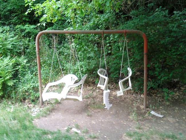 Ghế xích sáng tạo từ ghế nhựa