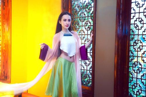 Angela Phương Trinh khoe eo thon trong tà yếm đào - 5