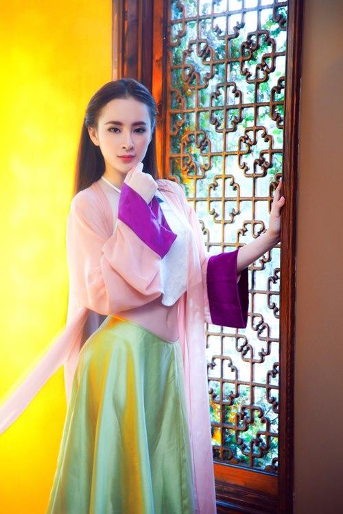 Angela Phương Trinh khoe eo thon trong tà yếm đào - 6