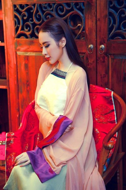 Angela Phương Trinh khoe eo thon trong tà yếm đào - 7