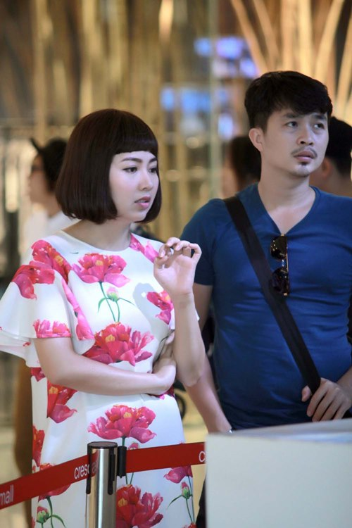 Chồng sắp cưới đến phim trường thăm Lê Khánh - 3