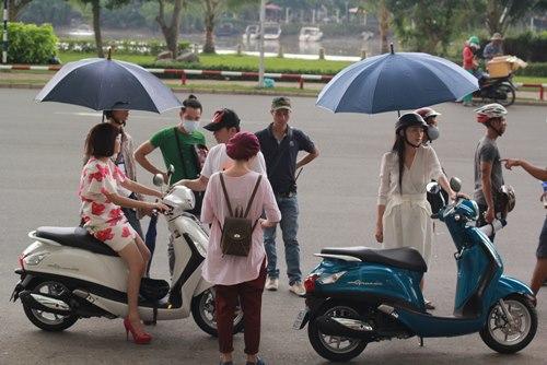 Chồng sắp cưới đến phim trường thăm Lê Khánh - 5