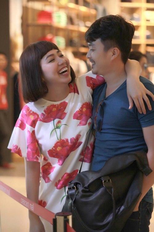 Chồng sắp cưới đến phim trường thăm Lê Khánh - 1