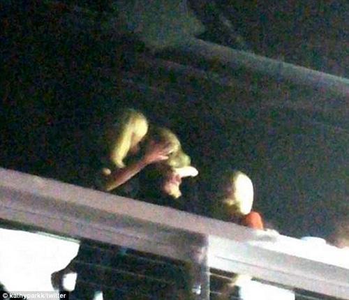 Taylor Swift cười xòa trước tin đồn đồng tính - 1