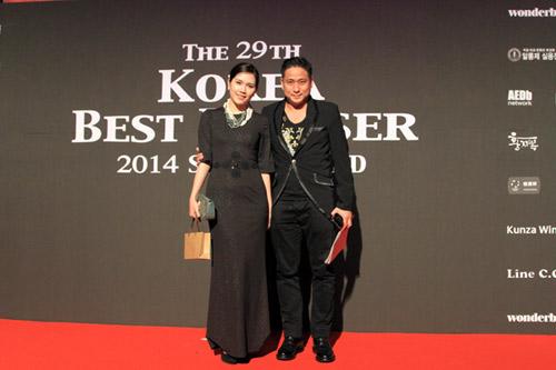 Vợ chồng Minh Tiệp làm khách VIP trên thảm đỏ Hàn Quốc - 1