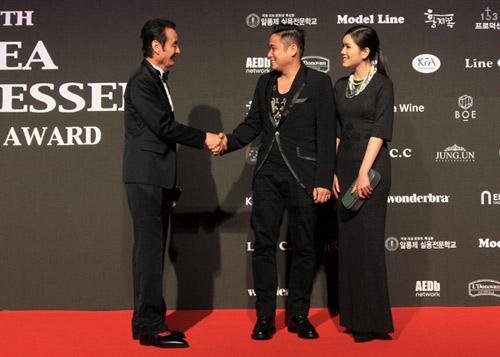 Vợ chồng Minh Tiệp làm khách VIP trên thảm đỏ Hàn Quốc - 2
