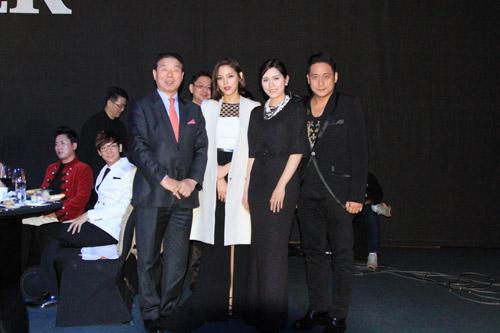 Vợ chồng Minh Tiệp làm khách VIP trên thảm đỏ Hàn Quốc - 4