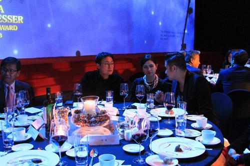 Vợ chồng Minh Tiệp làm khách VIP trên thảm đỏ Hàn Quốc - 8