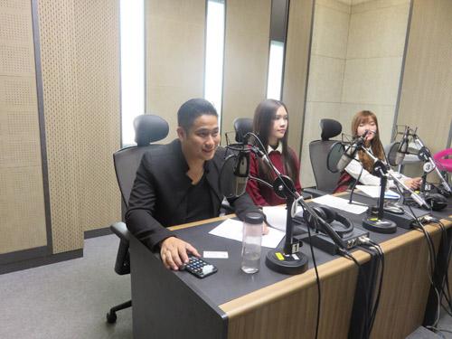 Vợ chồng Minh Tiệp làm khách VIP trên thảm đỏ Hàn Quốc - 9