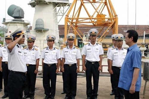 Thủ tướng kiểm tra tiến độ đóng tàu tên lửa tấn công nhanh - 1