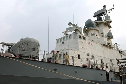 Thủ tướng kiểm tra tiến độ đóng tàu tên lửa tấn công nhanh - 2