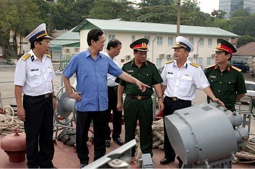 Thủ tướng kiểm tra tiến độ đóng tàu tên lửa tấn công nhanh - 3