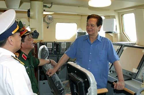 Thủ tướng kiểm tra tiến độ đóng tàu tên lửa tấn công nhanh - 4