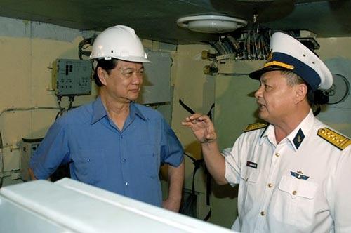 Thủ tướng kiểm tra tiến độ đóng tàu tên lửa tấn công nhanh - 5