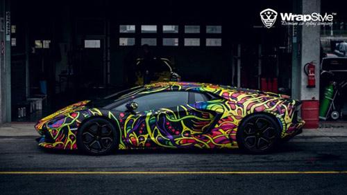 Lamborghini Aventador phủ màu độc, gây ảo giác - 1